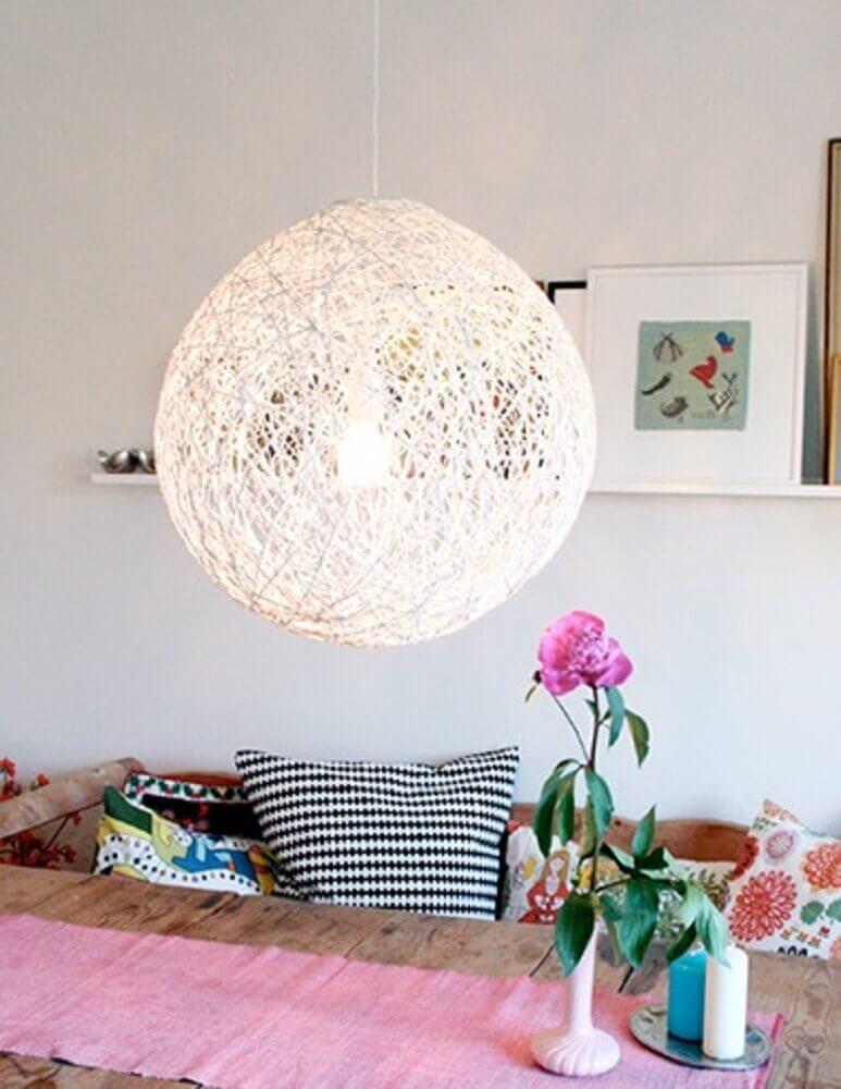 luminária com barbante para decoração de ambientes