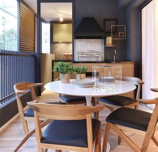 Mesa de jantar pequena e redonda