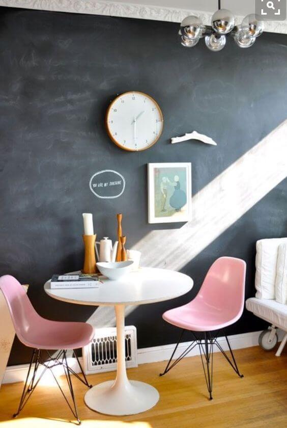Mesa de jantar pequena e bonita