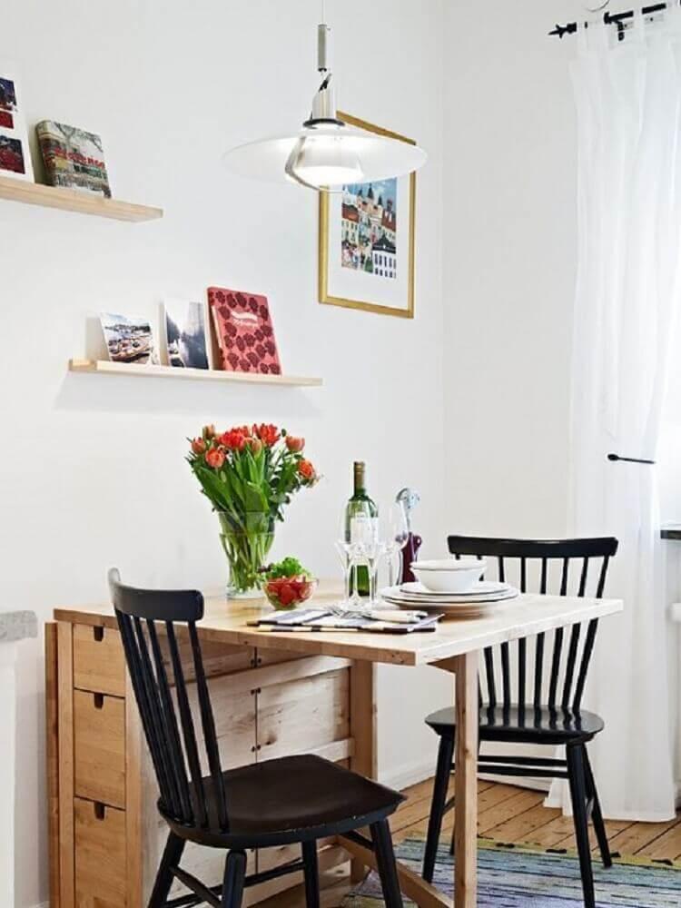 mesa de jantar pequena com gavetas