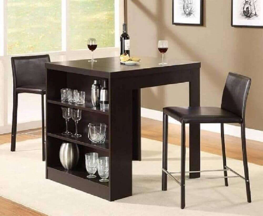 mesa de jantar pequena com nicho