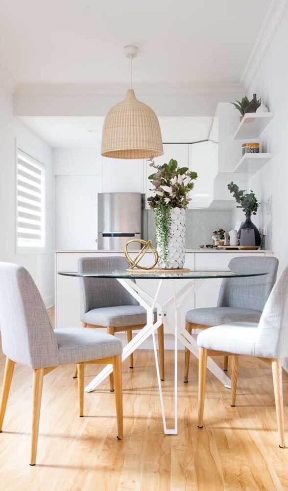 Mesa de jantar pequena e redonda para apartamento