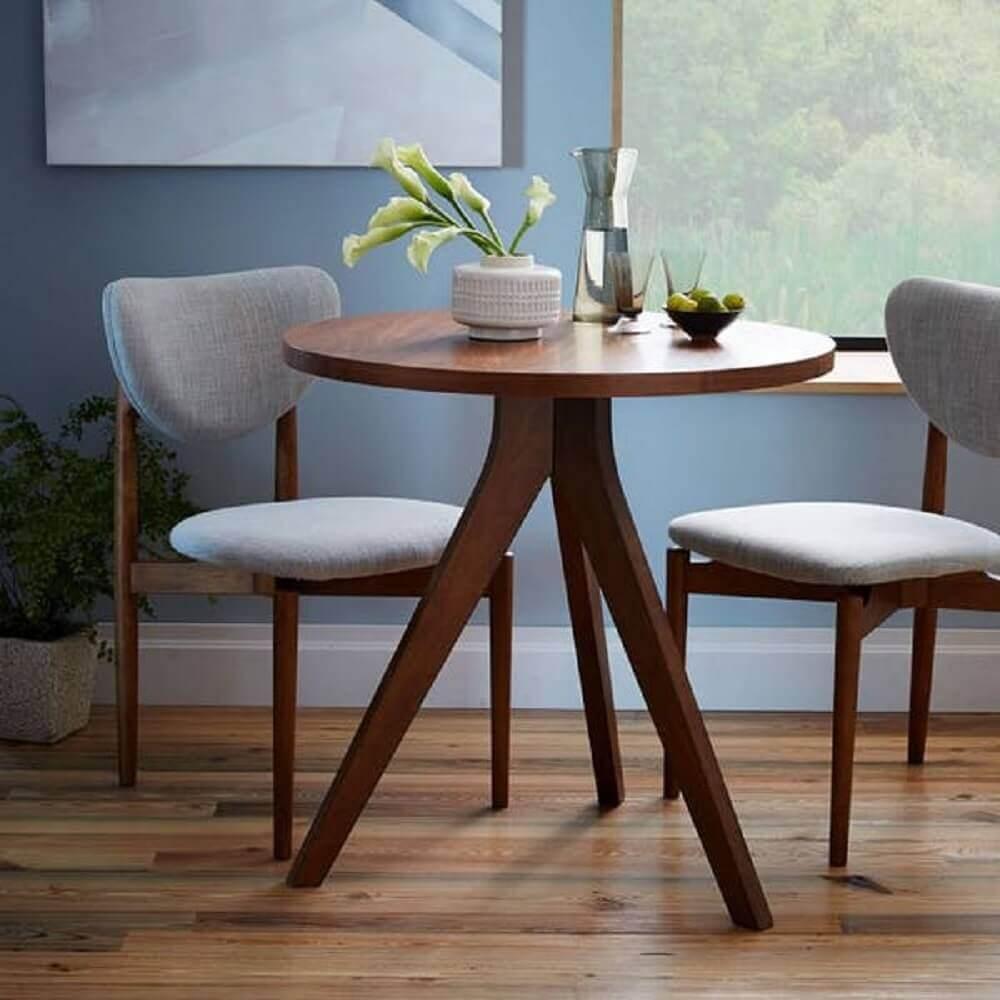 mesa de jantar pequena e redonda de madeira