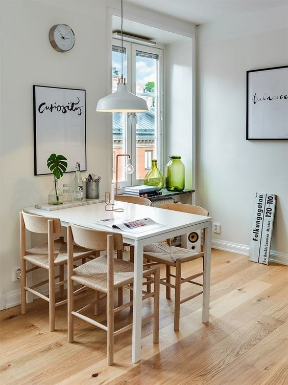 Mesa de jantar pequena e retangular