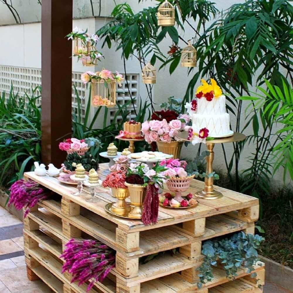 mesa de paletes para festa