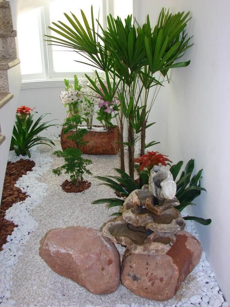 modelo de jardim de inverno com pedras brancas