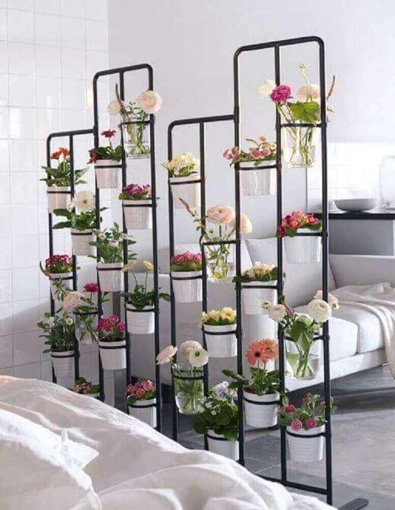 modelo de jardim vertical com flores