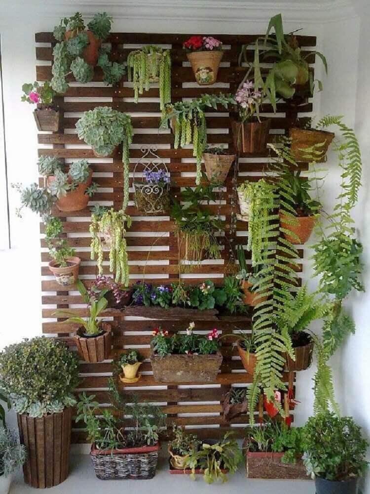 modelos de jardim vertical com material reciclável