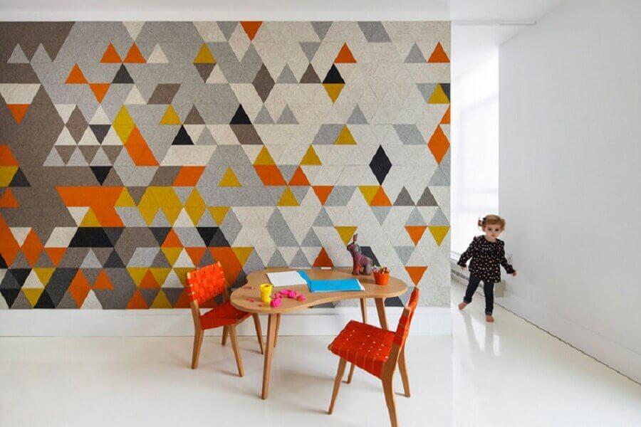 parede revestida de artesanato em feltro