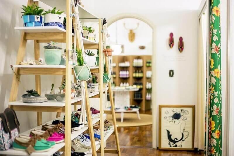 prateleira simples para casa decorada