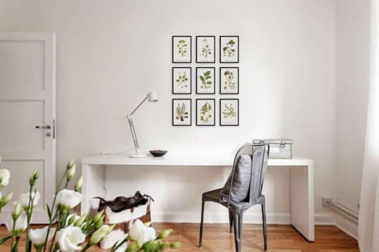 quadro-com-folha-e-vidro no escritorio
