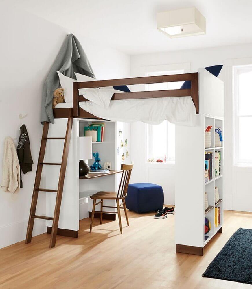 quarto clean com beliche com escrivaninha embaixo