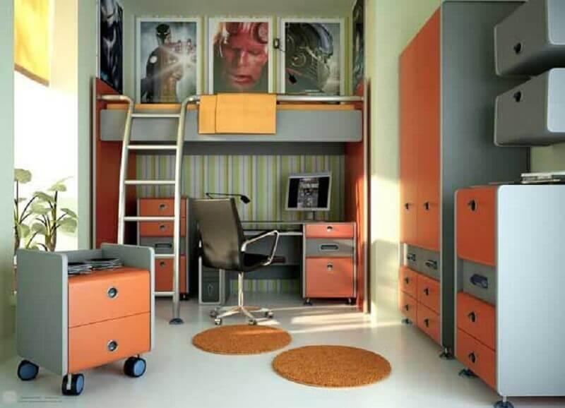 quarto planejado com beliche com escrivaninha embaixo