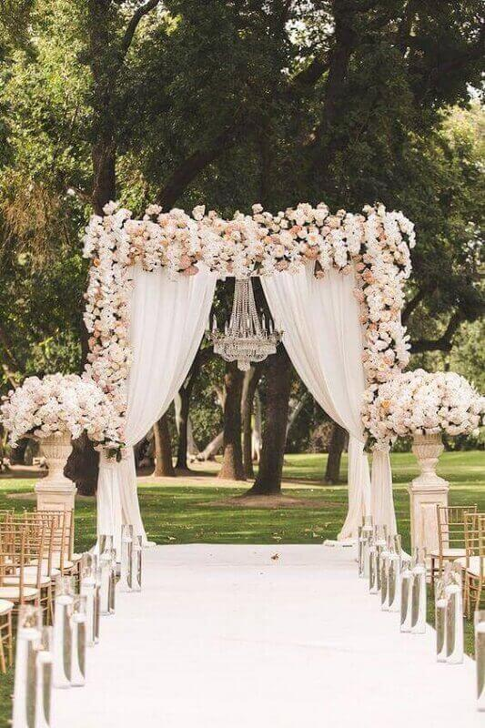 romantic outdoor wedding decor