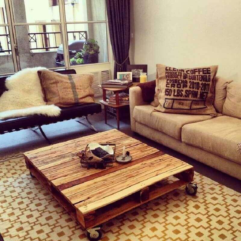 sala rústica com móveis de pallets