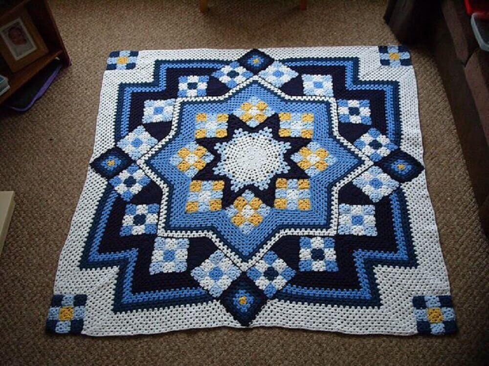 tapete de crochê quadrado com estampa geométrica