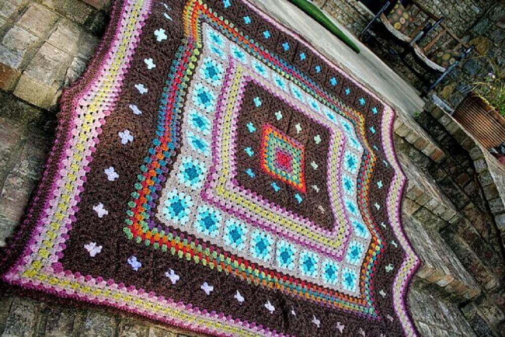 tapete de crochê quadrado e colorido
