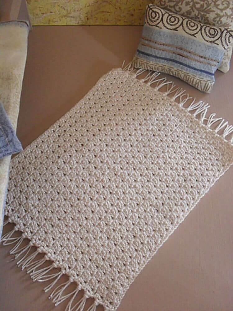 tapete de crochê quadrado e pequeno