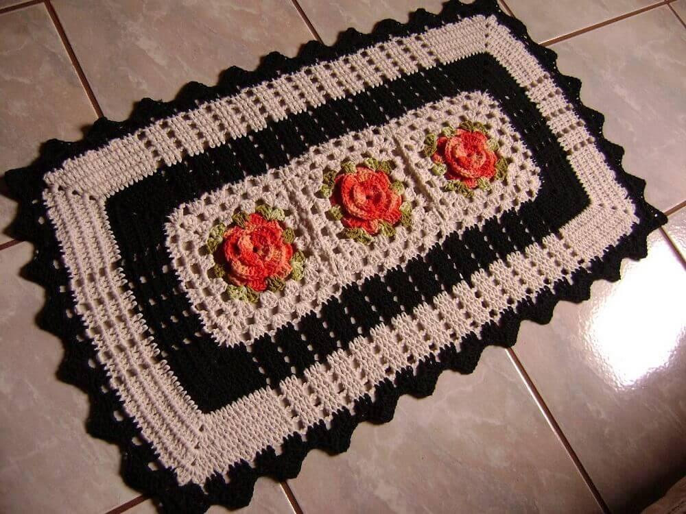 tapete de crochê quadrado para porta com flores laranjas
