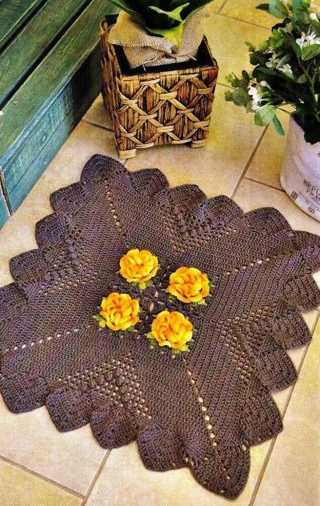 tapete quadrado de crochê com rosas amarelas
