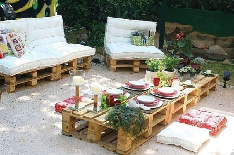 varanda com móveis de pallets