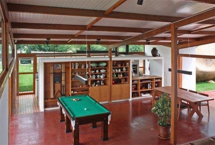 Área de lazer com mesa de sinuca Projeto de Zehbra Arquitetura