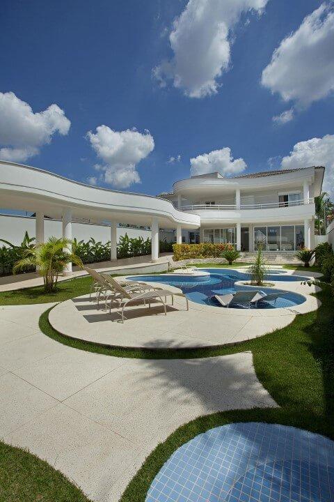 Área de lazer com piscina Projeto de Aquiles Nicolas Kilaris