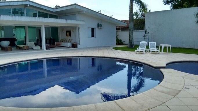 Área de lazer com piscina Projeto de Gisele Calejon Savoy