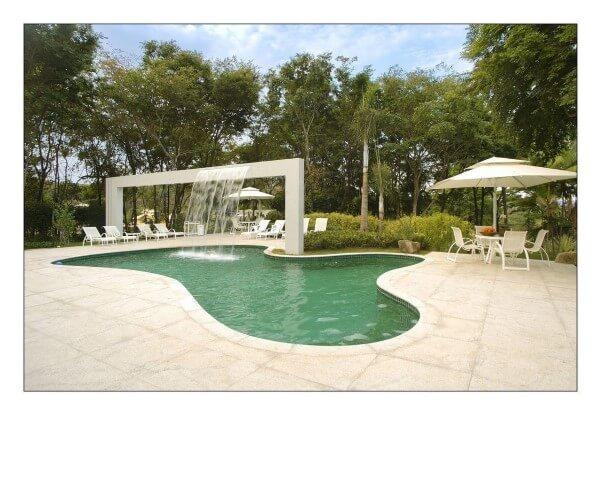 Área de lazer com piscina com cascata Projeto de Gislene Lopes