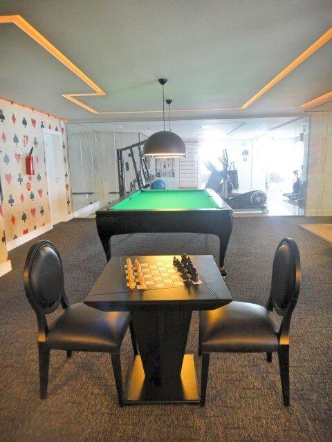 Área de lazer com sala de jogos Projeto de Gabriela Herde