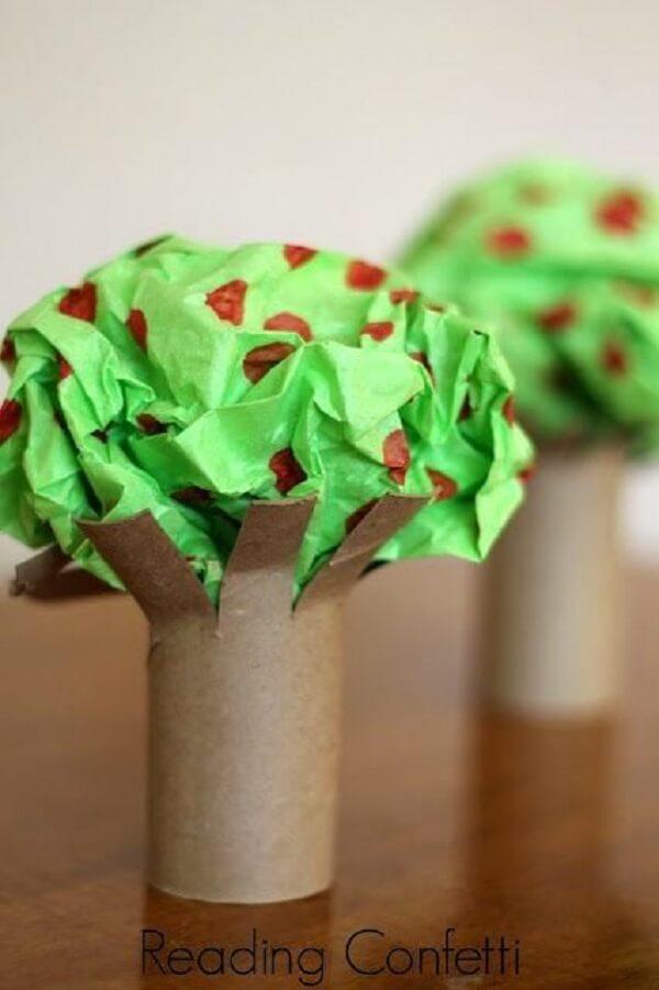 Árvores criativas criadas por meio do artesanato com rolo de papel higiênico. Fonte: Pequenos Grandes Pensantes