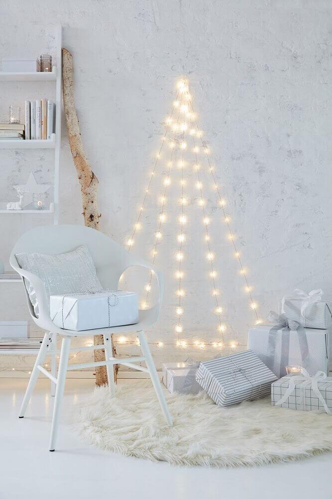 árvore de natal feita de pisca pisca