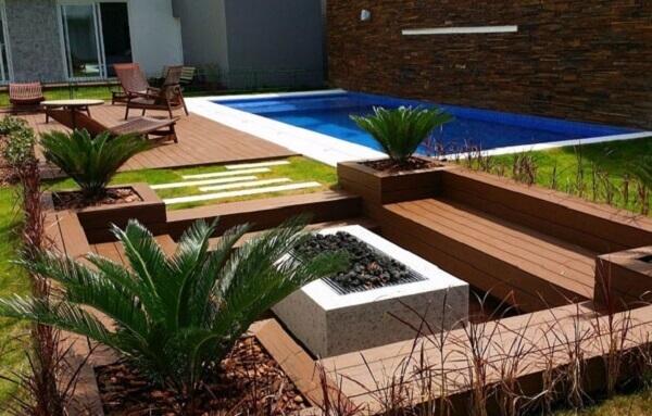 Ambiente acolhedor com deck de madeira