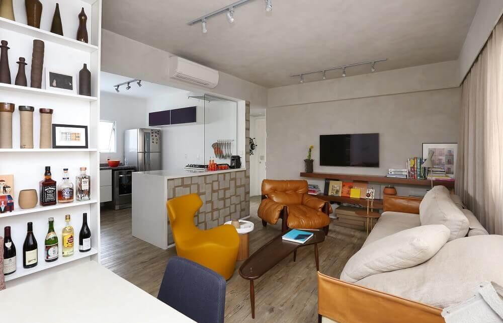 Apartamento com sala de jantar sala de estar e cozinha integrados