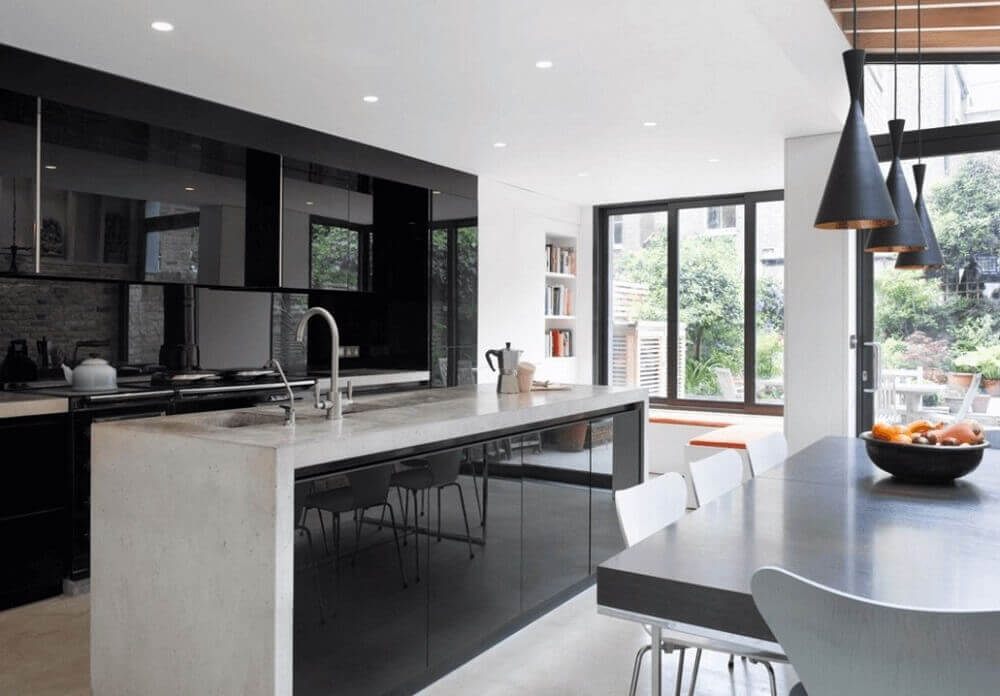 Armário de cozinha preto com ilha