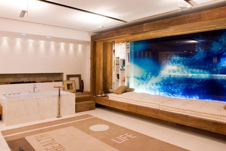 Banheiro de luxo com duas pias e banheira Projeto de Marilia Veiga