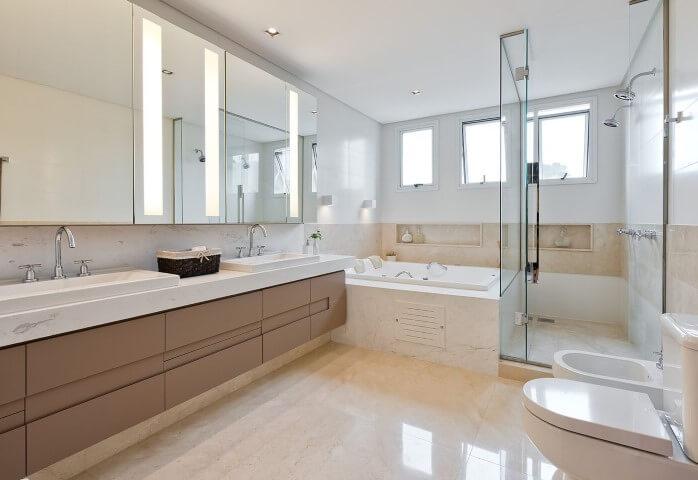 Banheiro de luxo com hidromassagem Projeto de Leonardo Muller