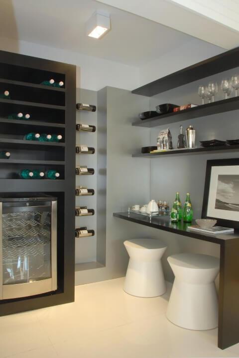 Bar em casa com adega refrigerada Projeto de Marel