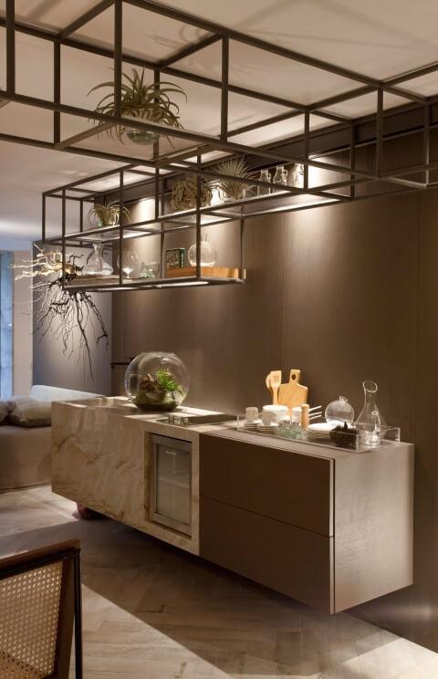 Bar em casa com estrutura metálica Projeto de Sandra Moura