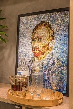 Bar em casa com quadro de fundo Projeto de Viviane de Pinho