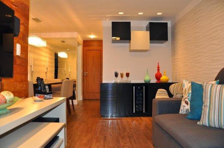 Bar em casa integrado às salas Projeto de Serravaz Arquitetura