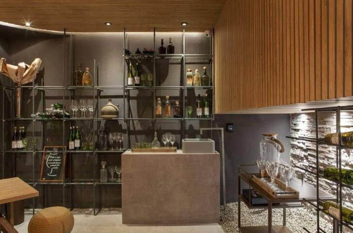 Bar em casa moderno com estrutura metálica Projeto de Casa Cor Franca 17