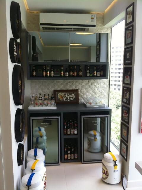 Bar em casa na sacada Projeto de Lucia Stuhlberger