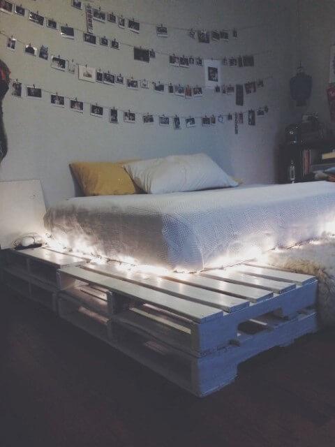 Cama de pallet branca com luzes
