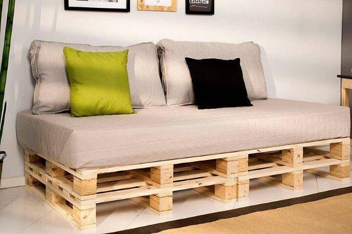 Cama de pallet com duas camadas