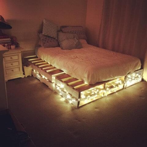 Cama de pallet com luzes