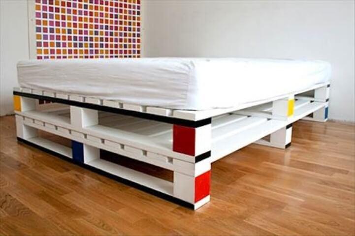 Cama de pallet pintada