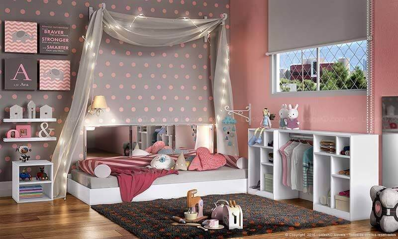 Cama montessoriana cinza e rosa