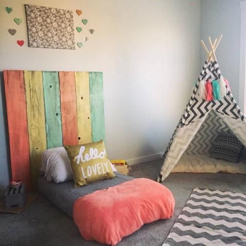 Cama montessoriana com cabana