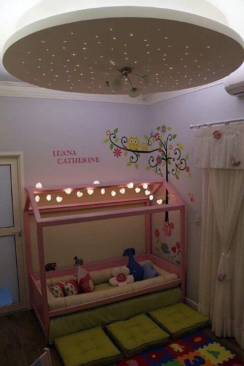 Cama montessoriana com luzes de LED Projeto de Andrea Bento